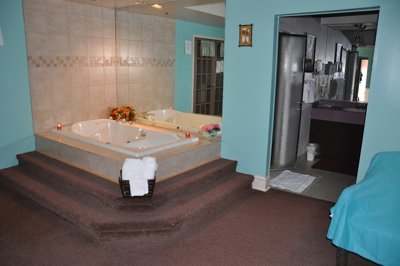 DoveBeach_Jacuzzi&Bathroom_Entrance